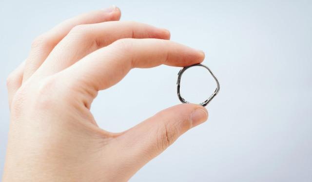 歪んだ指輪